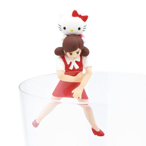 写真:キティちゃんおんぶのフチ子