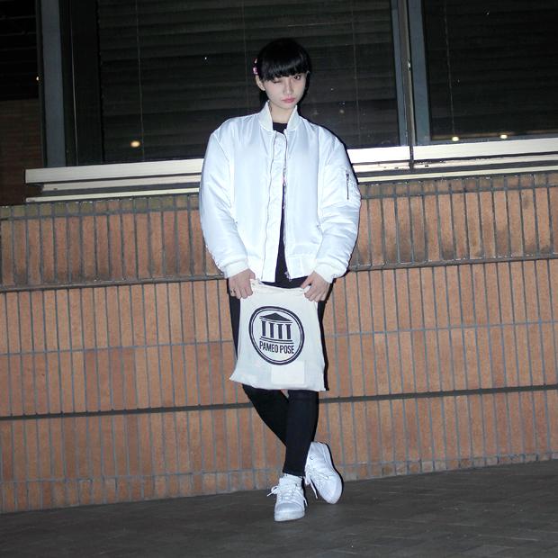 モデルASAMIさんのコーデ。GVGVのMA-1を着用