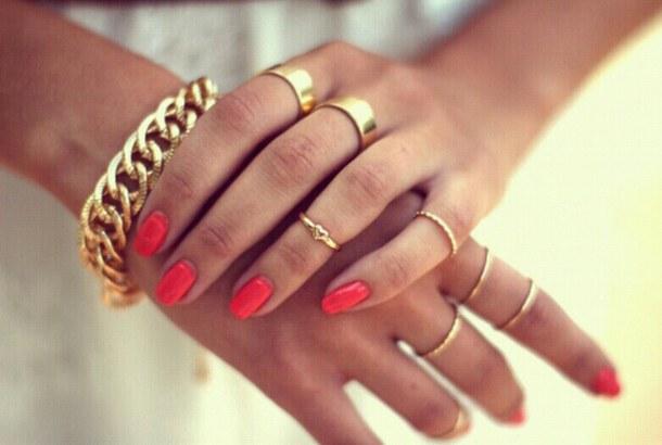 ファランジリングで指をキレイに見せましょう*