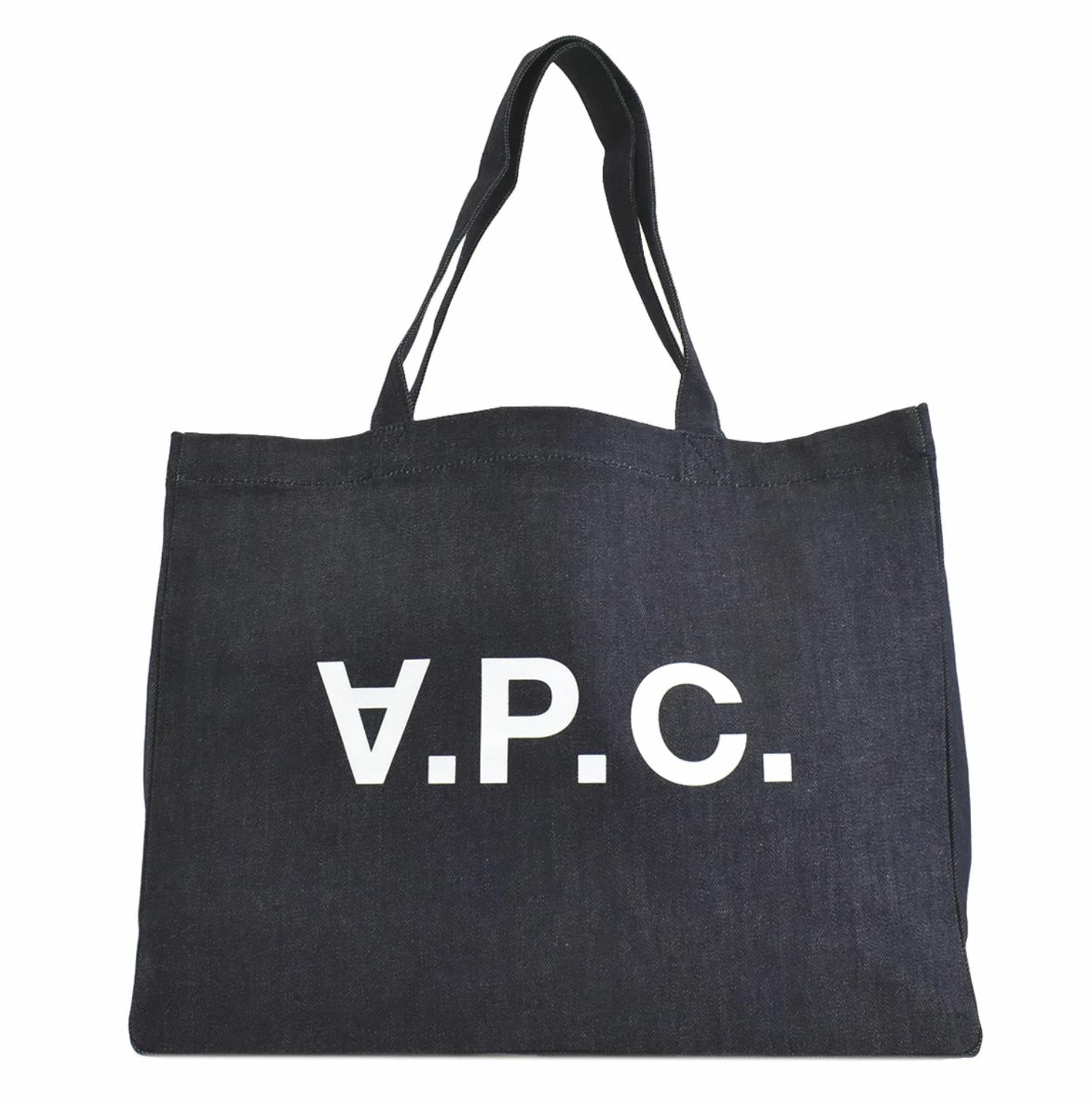 A.P.C.のトートバッグでシンプルスタイルに*