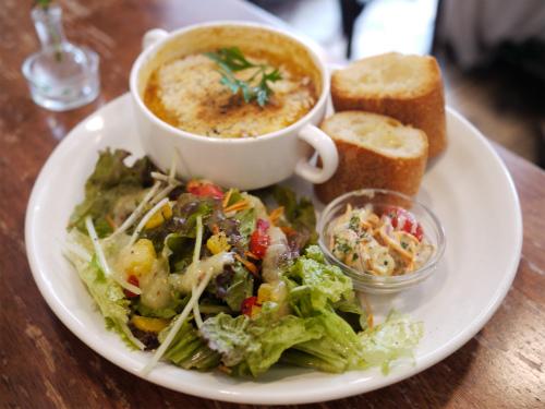 BOWLS cafe (ボウルズカフェ)「ポテトとミートのグラタンプレート」