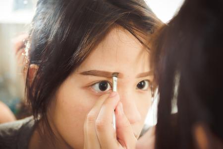 早く確実に生やしたいなら眉毛専用育毛剤&美容液がおすすめ
